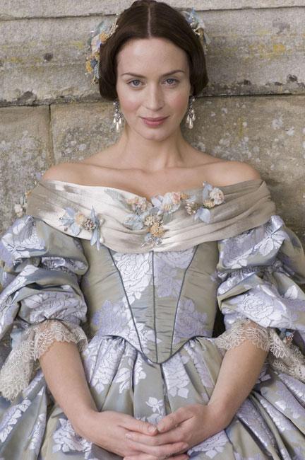 Emily Blunt dans Victoria, les Jeunes Années d'une Reine